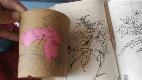 在多肉植物花盆上画画-1