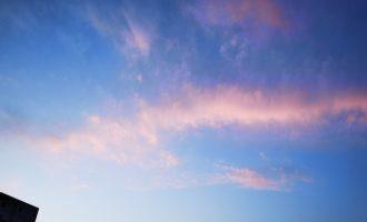 天边,飘过一朵云